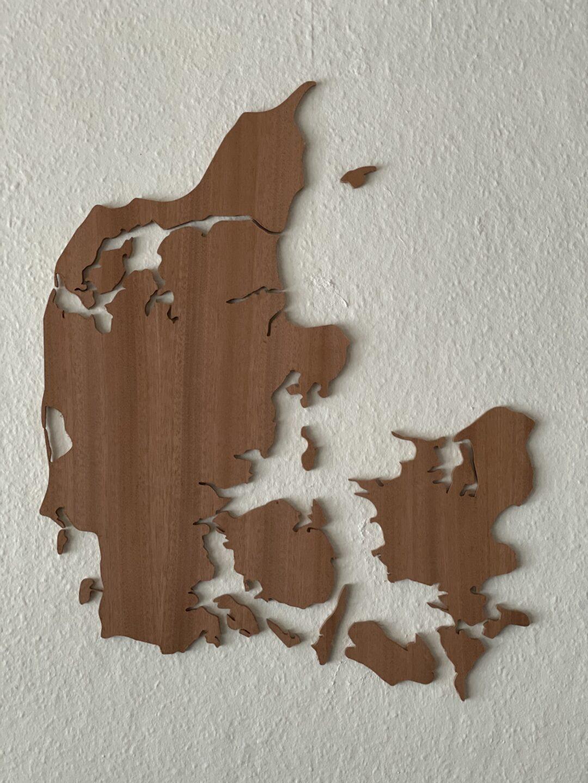 Danmarkskort vægdekoration mahogni