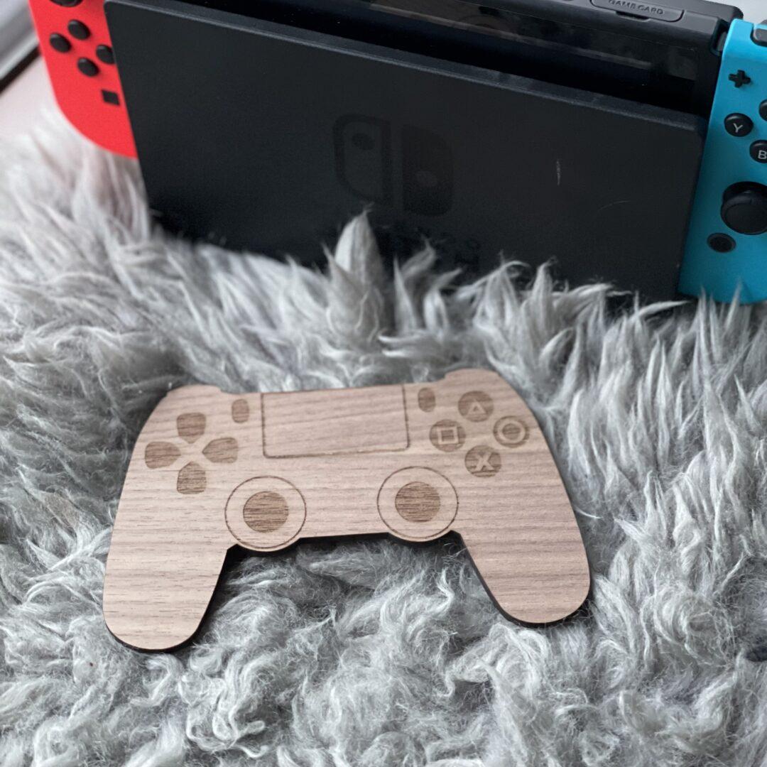 gaming controller dekoration af træ