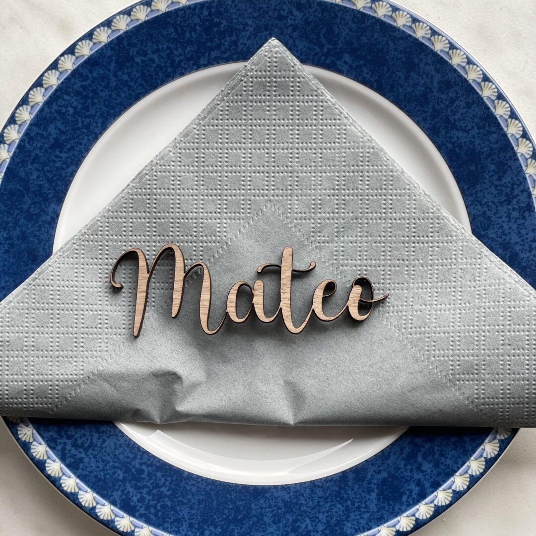 bordkort udskåret i træ valnød